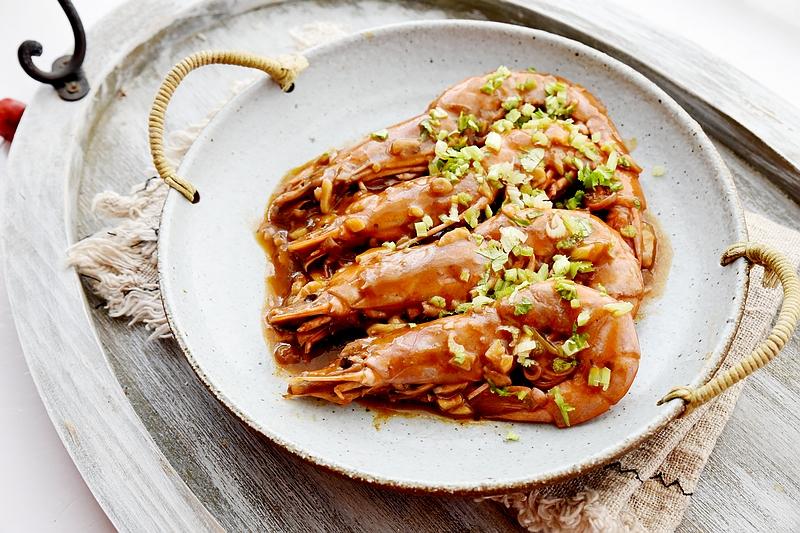 又鲜又香的蒜香红酒虾