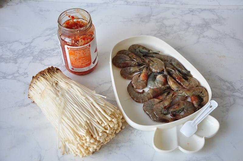 别再做金针菇蒸虾了,同样时间和做法,烤一烤,水分更少味道更香
