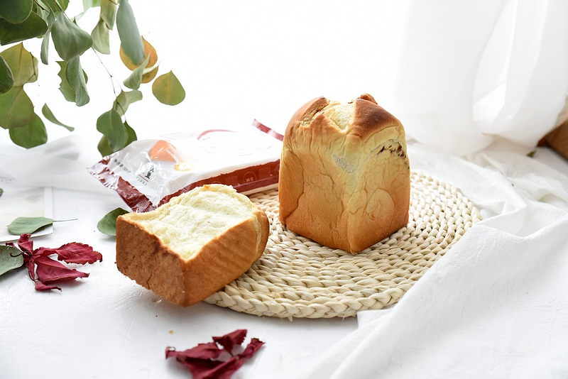 天冷适合做的面包,只需一次发酵,一种面团做出两个吐司,味不错