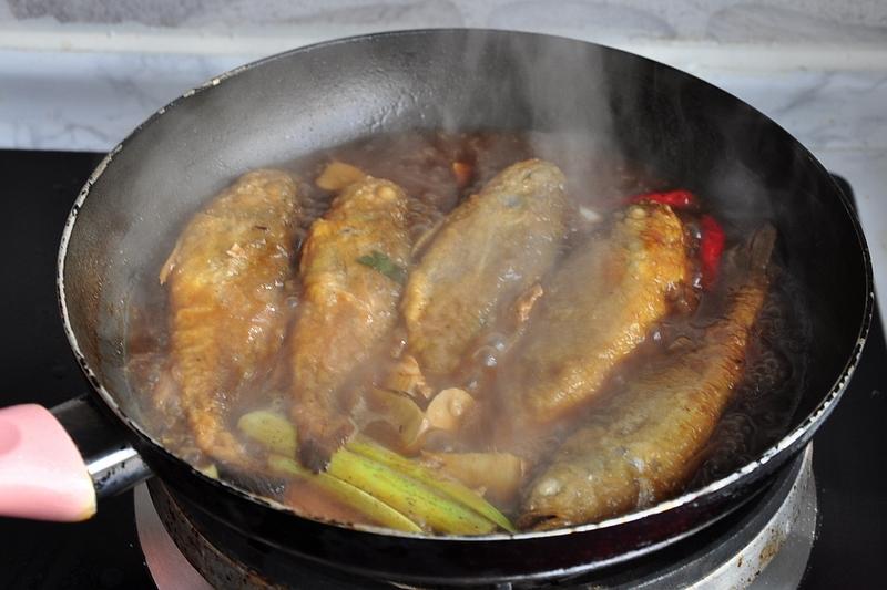 不用去腥不放盐,只需简单调味就能让小黄鱼充分入味,鲜香好吃