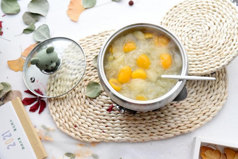 二十分钟炖一锅冬日滋润的甜汤,凉吃热吃皆美味,我家常备