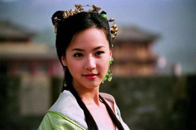 差一步跨进一线,《暮白首》女五番演配角,吴佳尼被马景涛毁了?